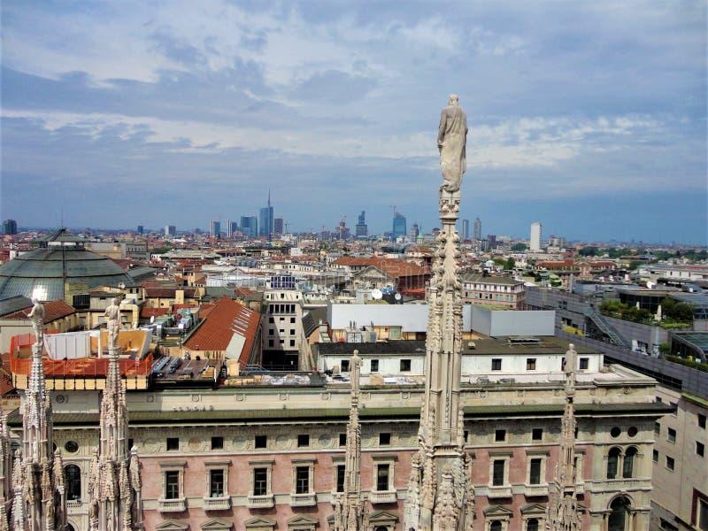 Mediolan, Włochy Splendor, magia, biznes, innowacja, sztuka i historia obraz stock