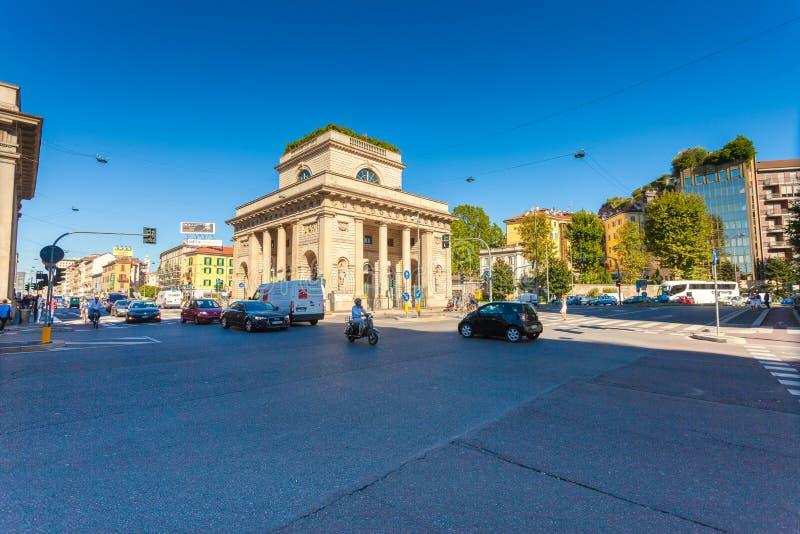MEDIOLAN WŁOCHY, Wrzesień, - 06, 2016: Uliczny widok piękny historyczny punkt zwrotny - Porta Venezia fotografia royalty free