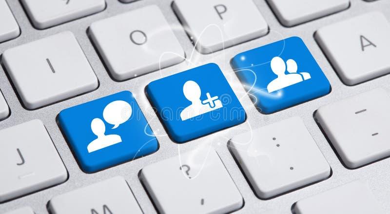 Medios botón social en el teclado imagen de archivo