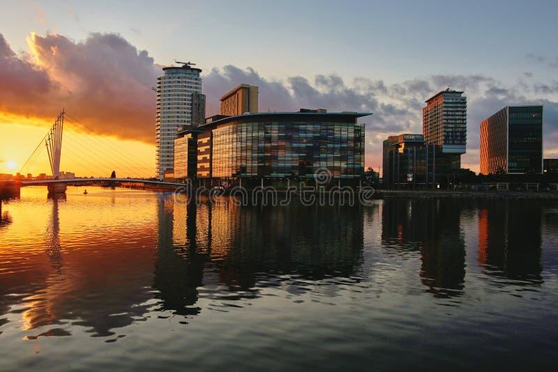 Medios puesta del sol de la ciudad imagen de archivo libre de regalías