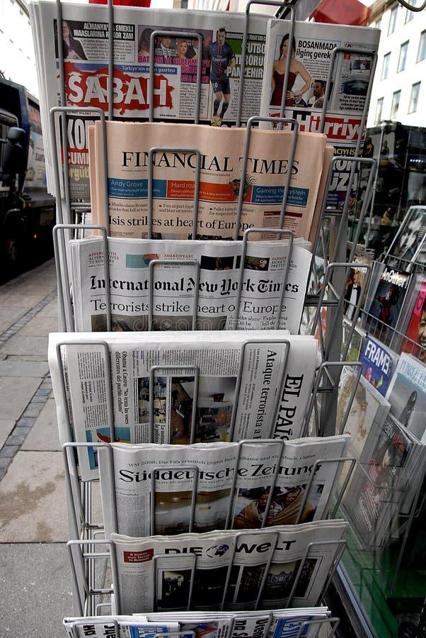 MEDIOS REACTION_BRUSSELS TERROR DE INTERNTIONAL ATACADO imágenes de archivo libres de regalías