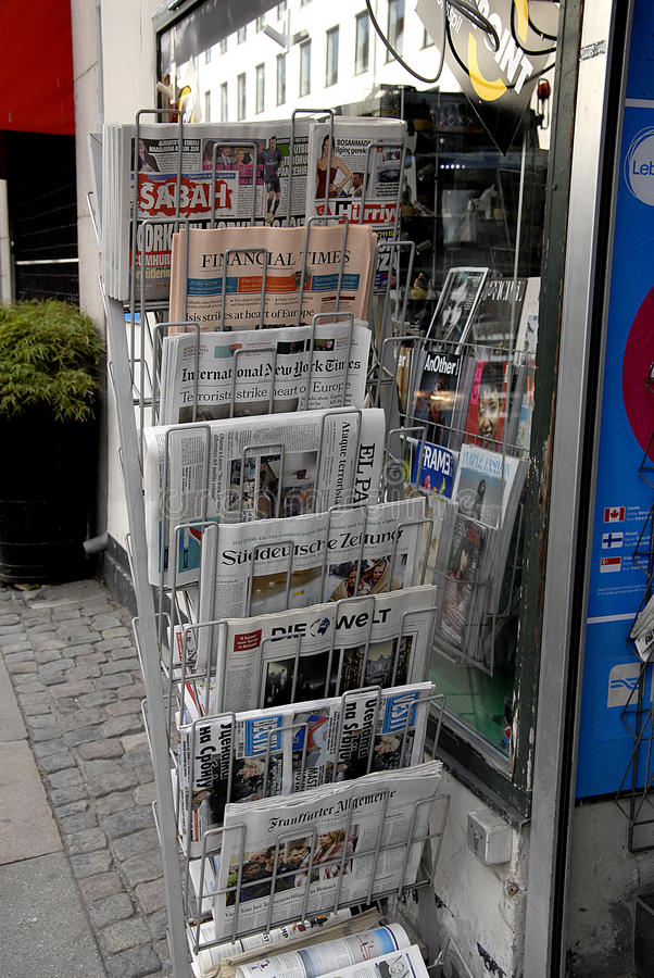MEDIOS REACTION_BRUSSELS TERROR DE INTERNTIONAL ATACADO foto de archivo