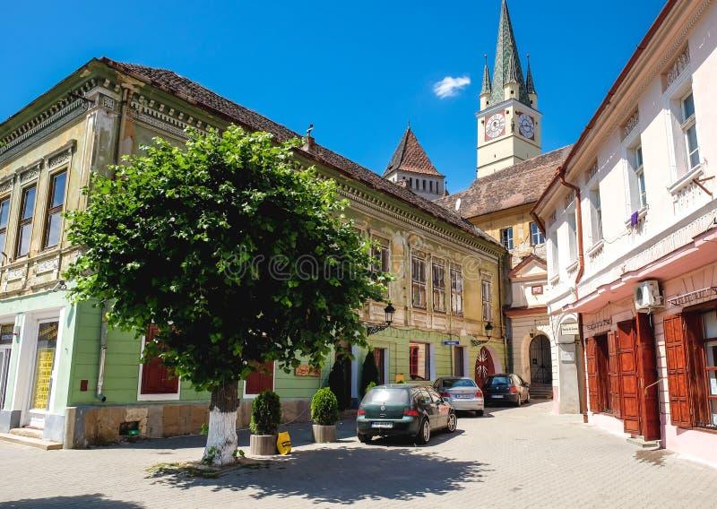 Medios, Rumania - junio de 2017: Centro de ciudad de los medios y medieva viejos imagen de archivo libre de regalías