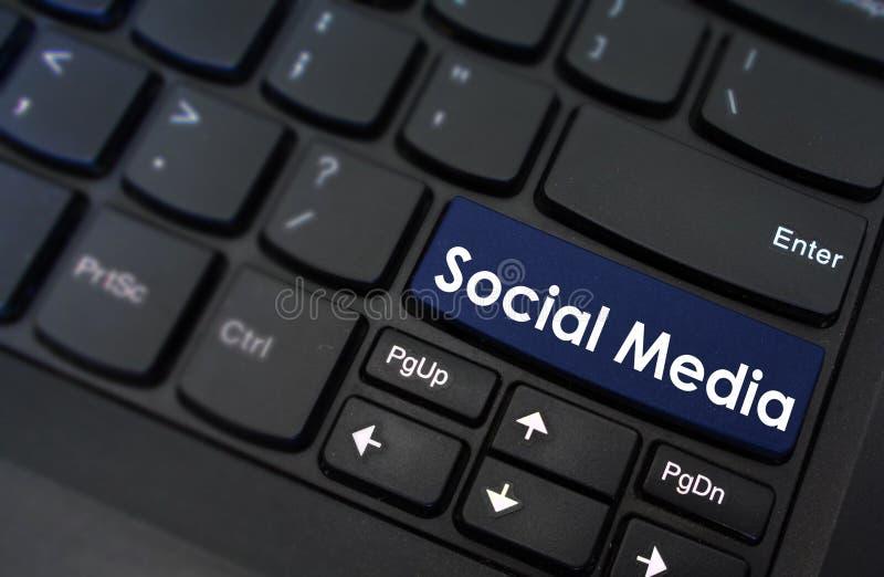 Medios sociales mostrados en un botón del teclado foto de archivo libre de regalías