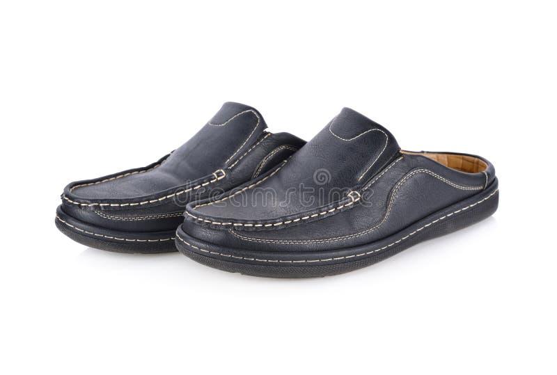 Medios zapatos casuales negros de los hombres de los deslizadores en el fondo blanco imagenes de archivo
