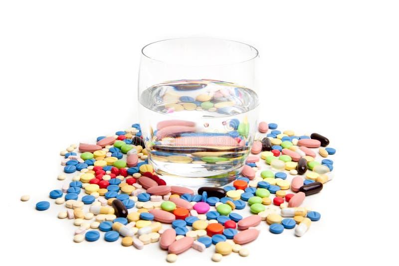 Medisch concept dat door pillen wordt gecre?ërd. stock afbeelding