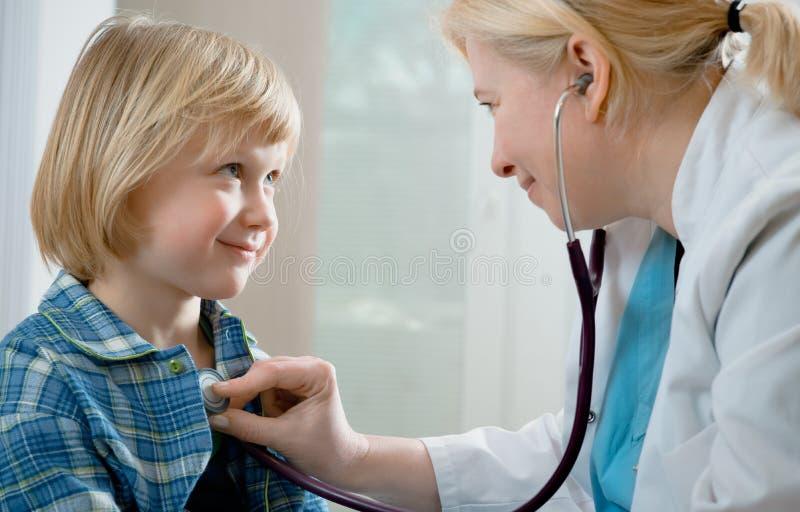 Medisch examen stock afbeeldingen