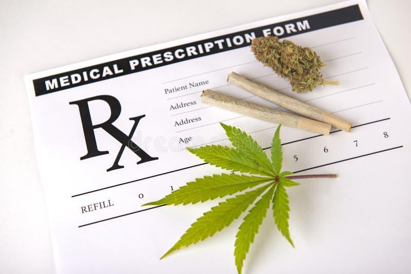 Medisch marihuanavoorschrift - de achtergrond van het cannabisconcept stock afbeelding