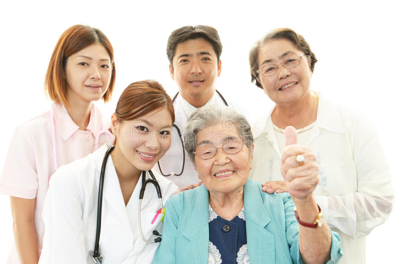 Medisch personeel met hogere vrouwen royalty-vrije stock fotografie