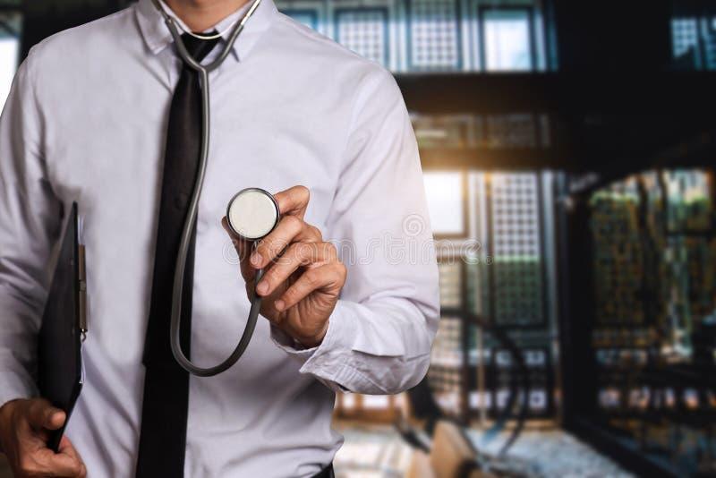 Medisch technologieconcept arts het werken royalty-vrije stock foto's