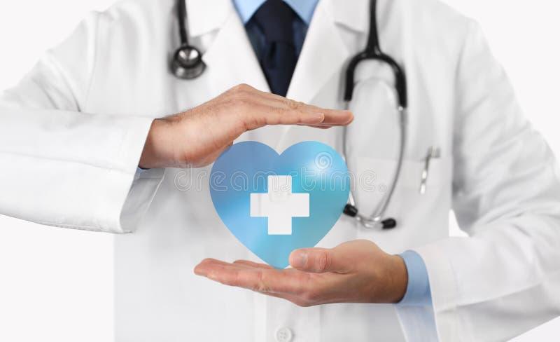 Medisch ziektekostenverzekeringconcept, kruis en hartsymbool royalty-vrije stock afbeeldingen