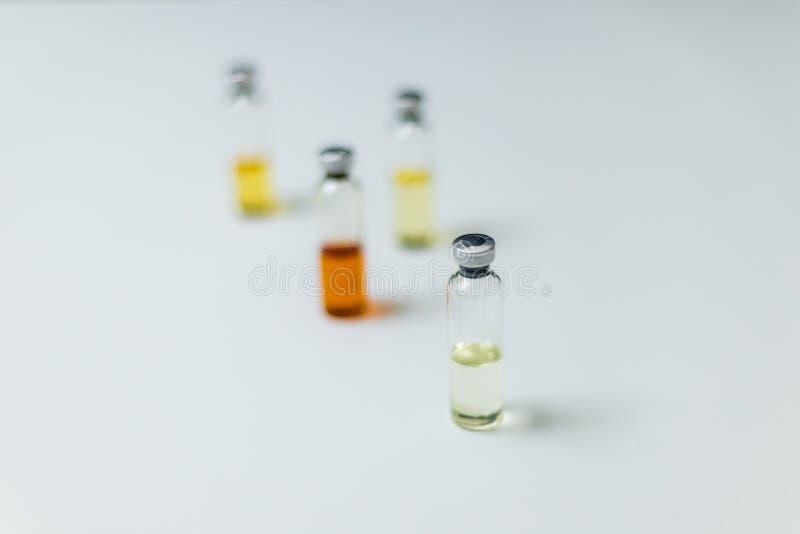 Medische ampullen, infusie en spuit met injectie royalty-vrije stock fotografie