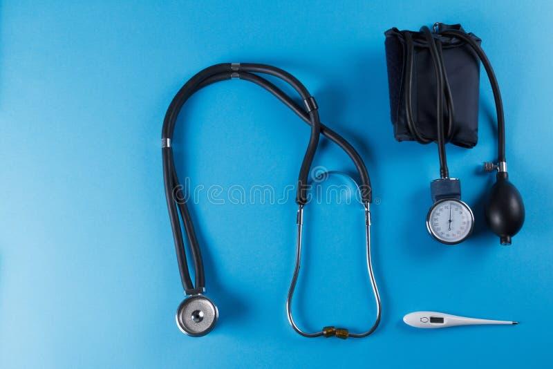 Medische apparatenstethoscoop, tonometer, en thermometer royalty-vrije stock foto's