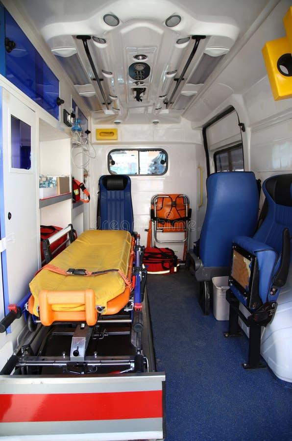 Medische apparatuur in bestelwagensziekenwagen stock foto
