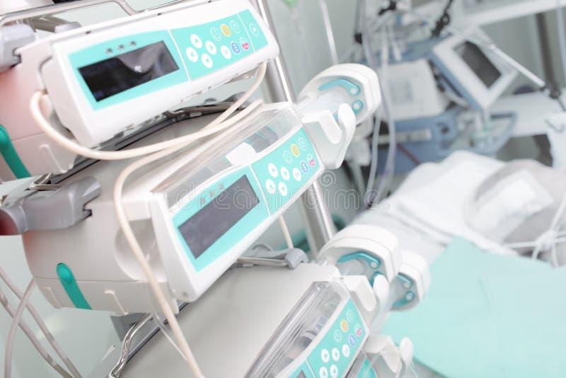 Medische apparatuur in ICU stock foto's