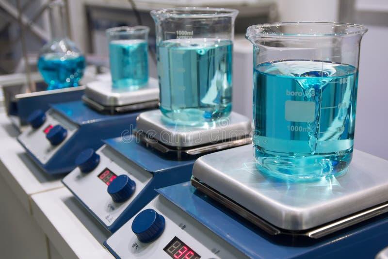 Medische apparatuur voor sterilisatie op de lijst stock afbeeldingen