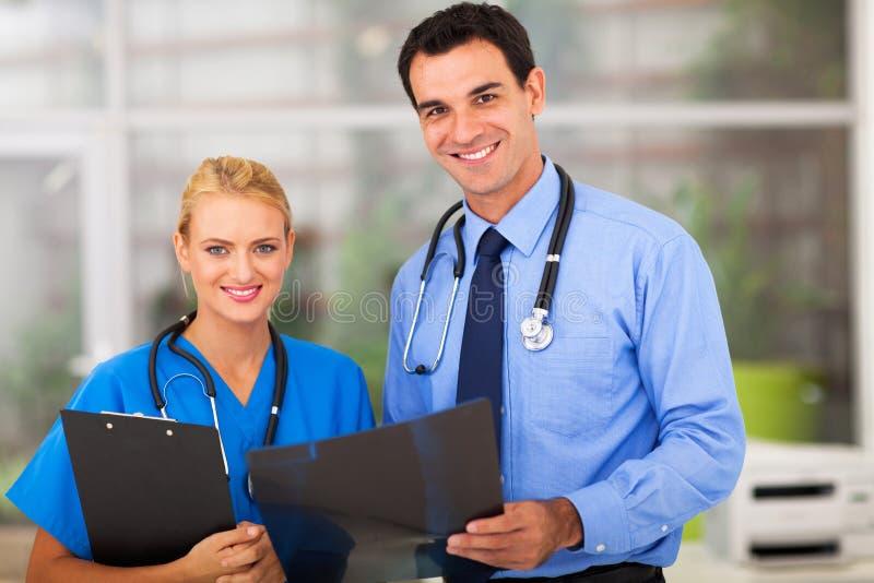 Medische artsenverpleegster stock foto