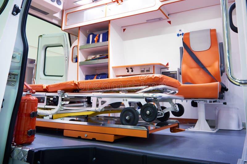 Medische brancard op wielen voor patiënten in ziekenwagen royalty-vrije stock afbeeldingen