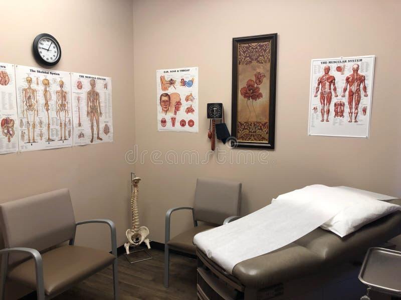 Medische examenruimte in een artsenbureau royalty-vrije stock foto