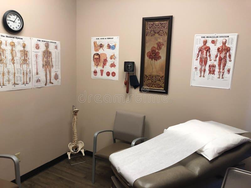 Medische examenruimte in een artsenbureau royalty-vrije stock foto's