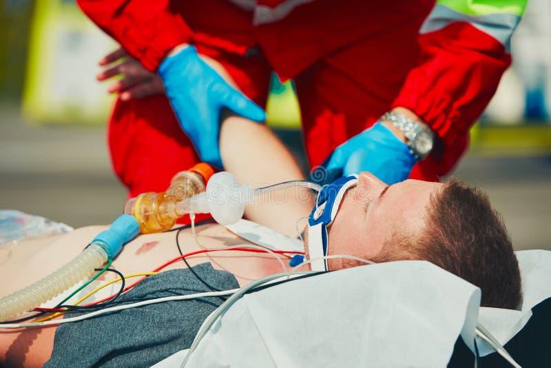 Medische hulp bij noodgevallen stock afbeelding