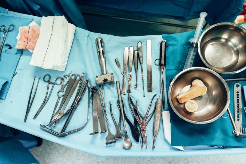 Medische hulpmiddelen in chirurgische ruimte royalty-vrije stock afbeelding