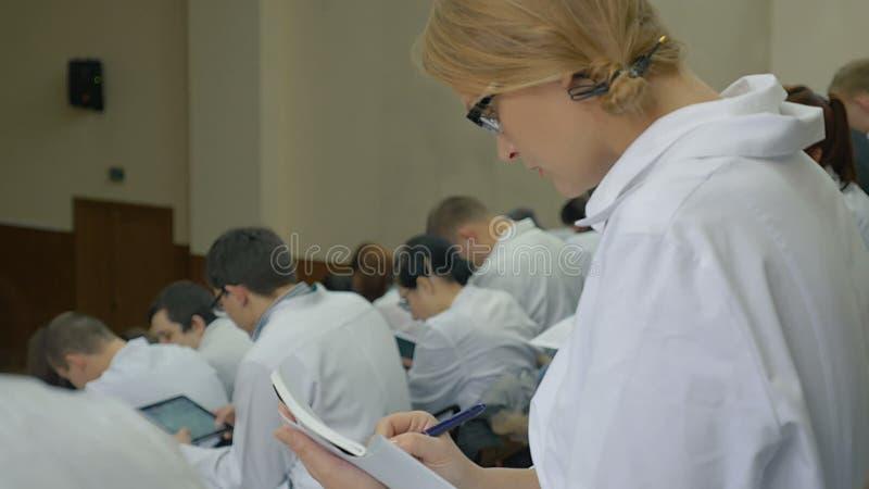 Medische Student Listening aan de Lezing stock videobeelden