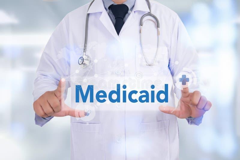 Medische verzekering en Medicaid en stethoscoop stock afbeeldingen