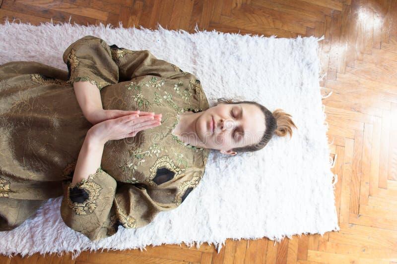 Meditação do nidra da ioga foto de stock