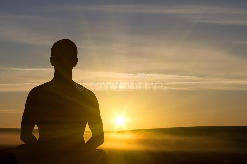 Meditación de la puesta del sol. fotos de archivo libres de regalías