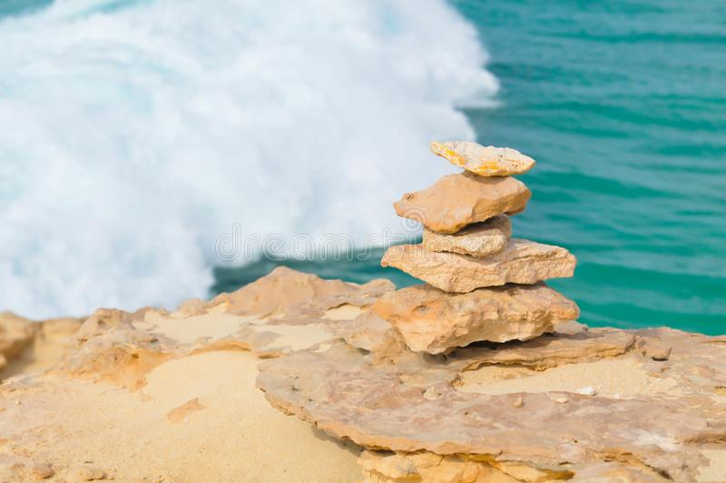 Meditación, relajación, o concepto de la balanza de la vida imagenes de archivo