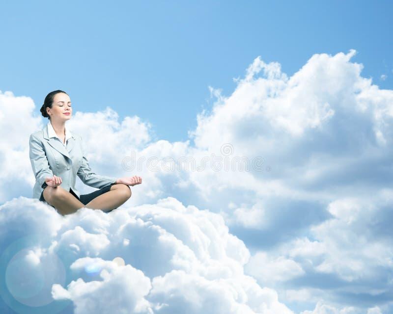 Meditare della donna di affari fotografie stock libere da diritti