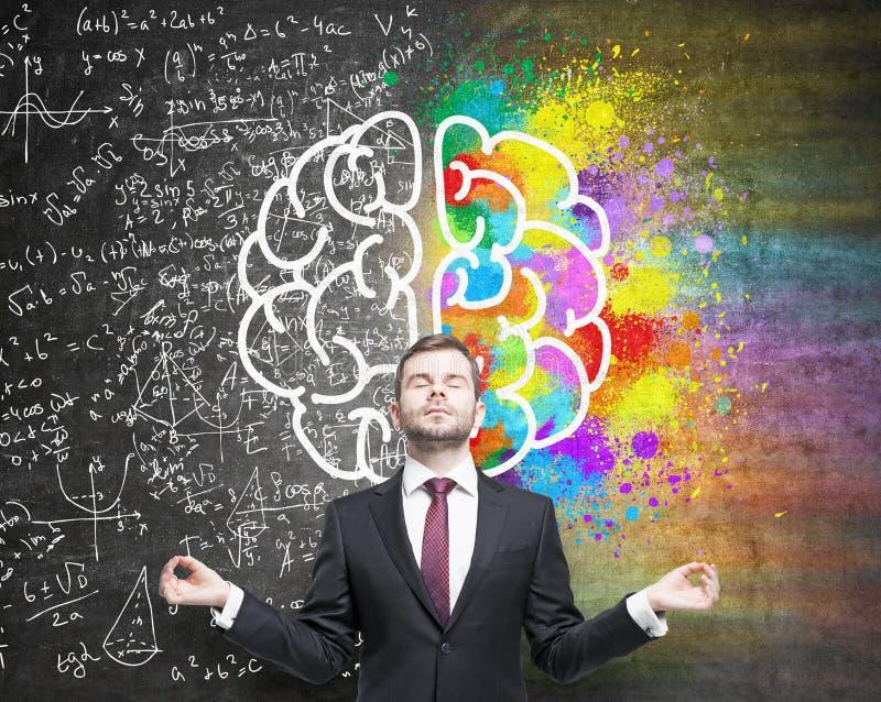 Meditare i lati differenti del cervello dell'uomo fotografie stock libere da diritti