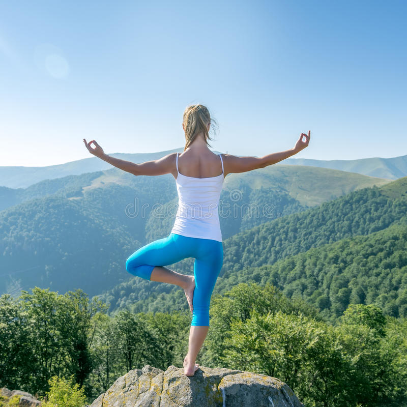 meditate νεολαίες γυναικών στοκ εικόνες με δικαίωμα ελεύθερης χρήσης