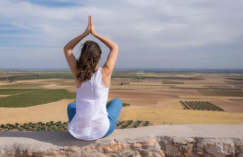 Meditatie in aard royalty-vrije stock fotografie
