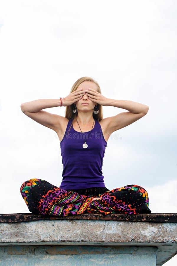 Meditatie op achtste chakra royalty-vrije stock foto