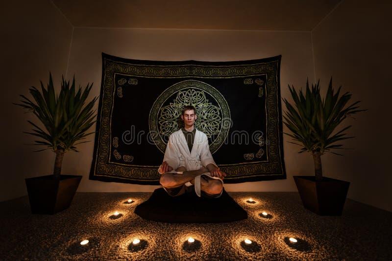 Meditatieritueel royalty-vrije stock afbeeldingen