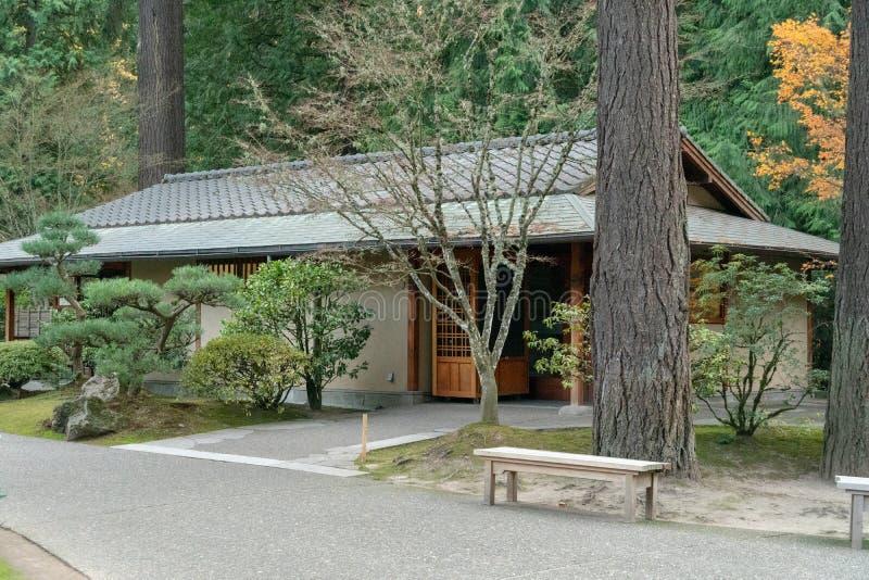 Meditatieruimte in Japanse theetuin stock foto's