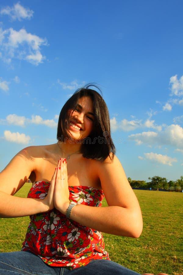 meditating сь женщина стоковое изображение rf