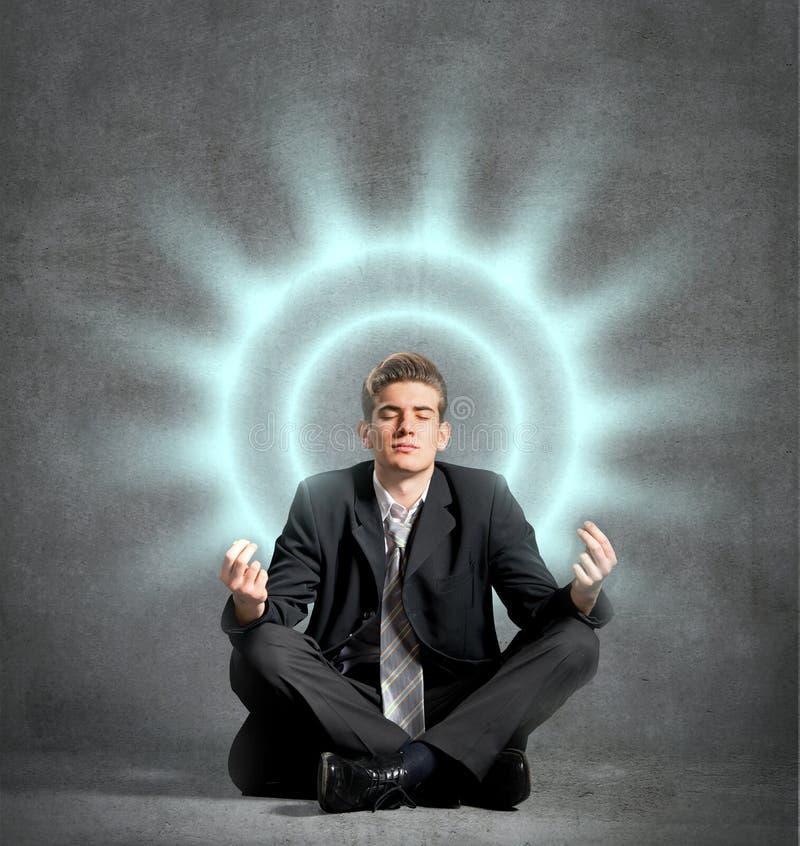 Homem de negócios que meditating fotografia de stock royalty free