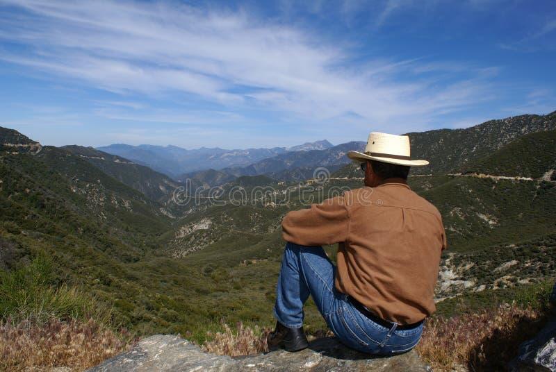 Meditating do homem ou pensar sozinho fotografia de stock royalty free
