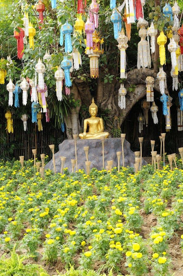 meditation buddha statue im garten stockfoto bild von gold sch nheit 17735862. Black Bedroom Furniture Sets. Home Design Ideas
