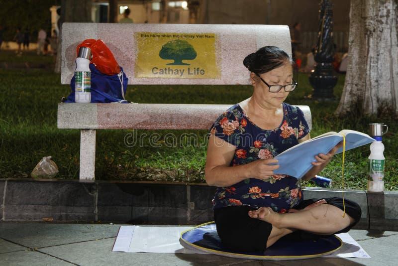 Meditation in Hanoi lizenzfreies stockbild