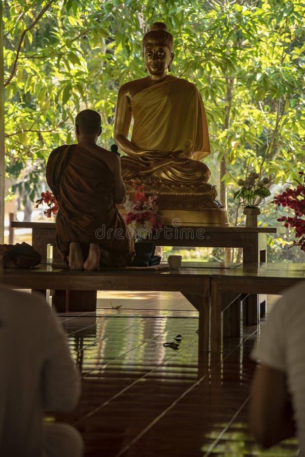 Meditation i ett buddistiskt tempel Thailand staden Pai fotografering för bildbyråer