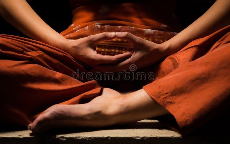 Meditation, nach Aufklärung suchend stockfotografie
