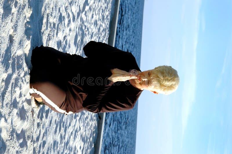 meditationbönpensionär royaltyfri fotografi
