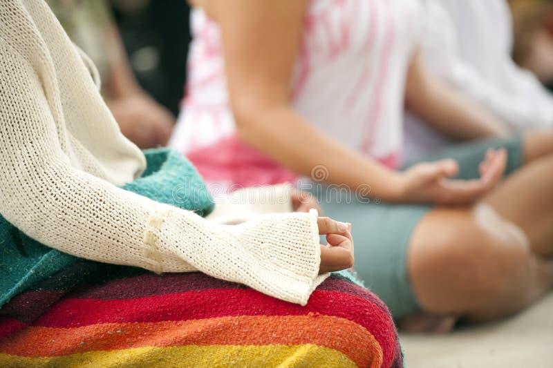 Meditationhänder arkivfoton