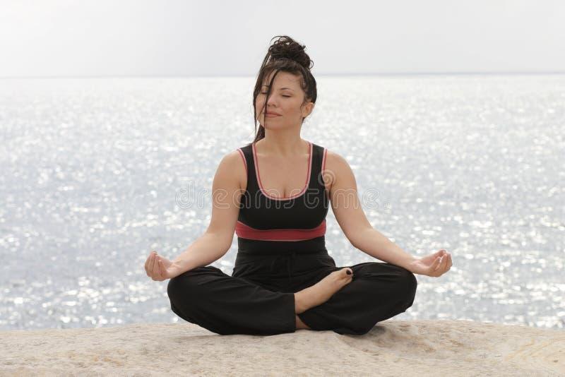 Download Meditationhav arkivfoto. Bild av filosofi, kondition, flickor - 33496