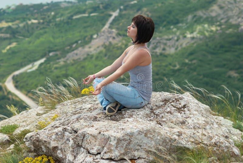 meditationkvinna arkivfoto