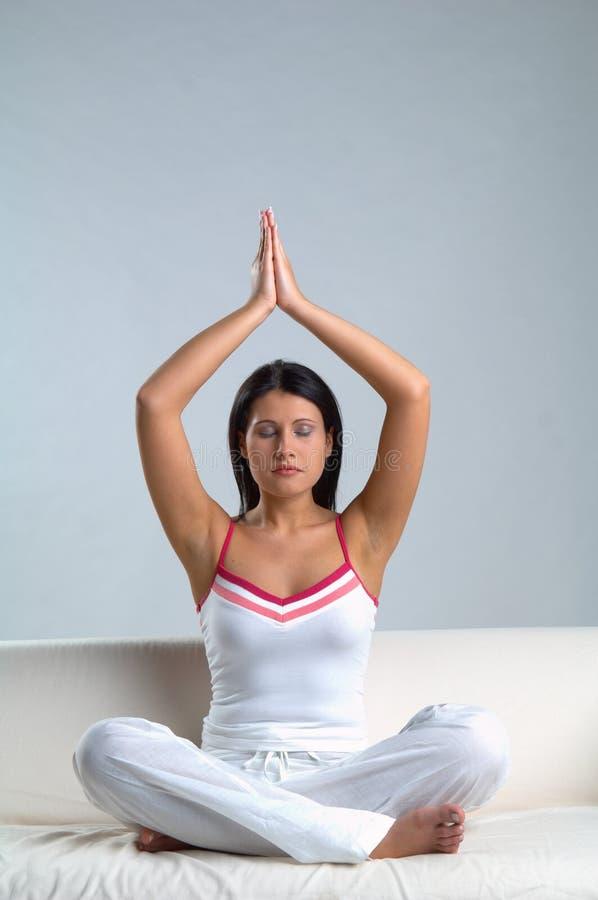 meditationkvinna royaltyfri bild